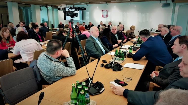 Konferencja w sejmie na temat wolnych niedziel